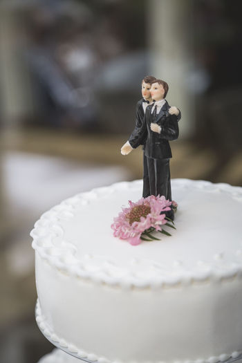 Cake Gay Marriage  Gay Wedding Gaymen Groom Grooms Wedding Wedding Cake Wedding Day Wedding Party Wedding Photography Wedding Photos Wedding Reception Wedding Venue Weddingday  Weddingphotography Weddings Weddings Around The World