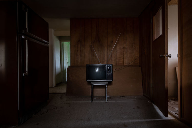 vicarious Television Abandoned Abandoned House Tv Confined Space Chair Wood - Material Architecture