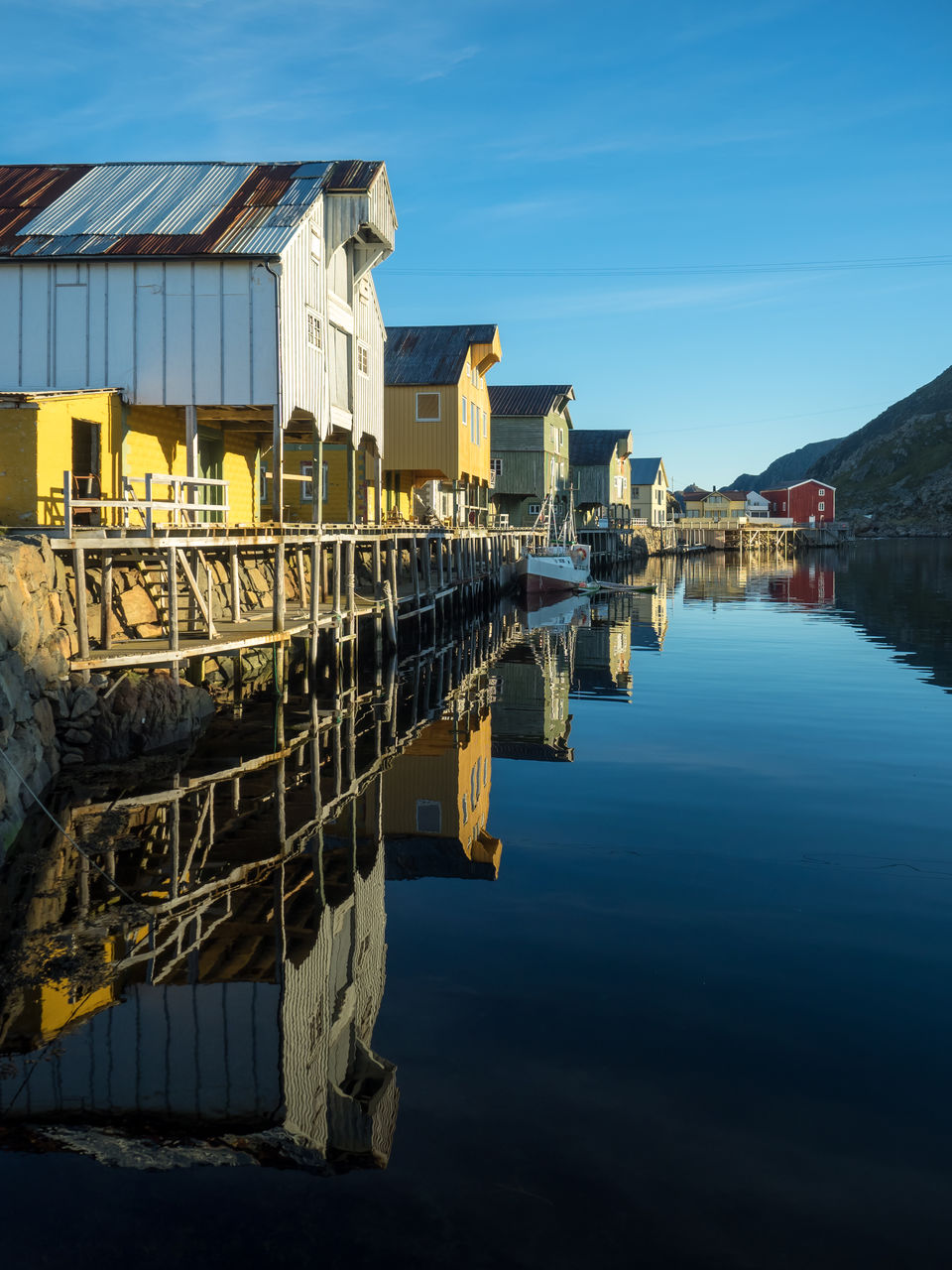 architecture, built structure, water, reflection, building exterior, sky, blue, outdoors, no people, waterfront, day, nature