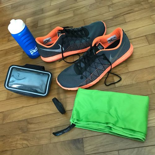 Running equipment Runningtowel FitbitFlex Waterbottle Runningshoes Flooring Group Of Objects