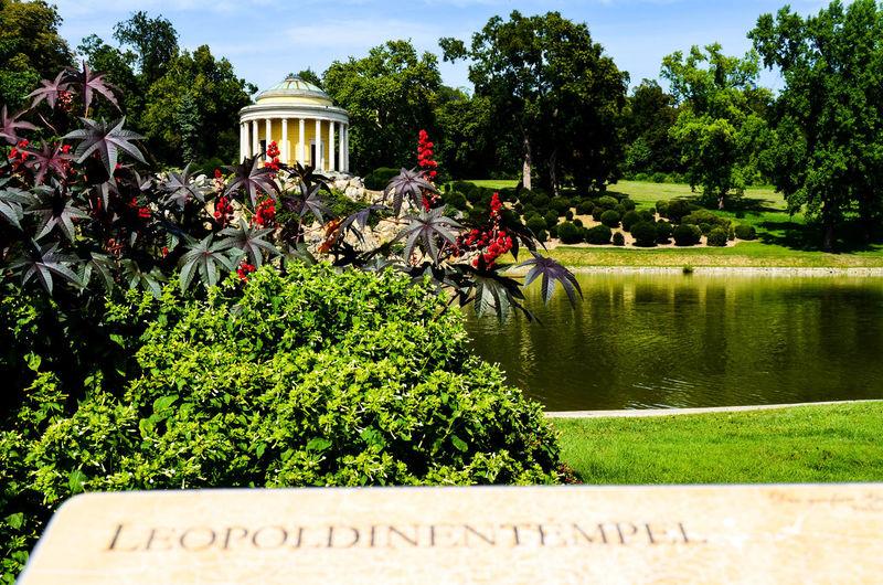 Popular Photos Garden Lake View Tempel
