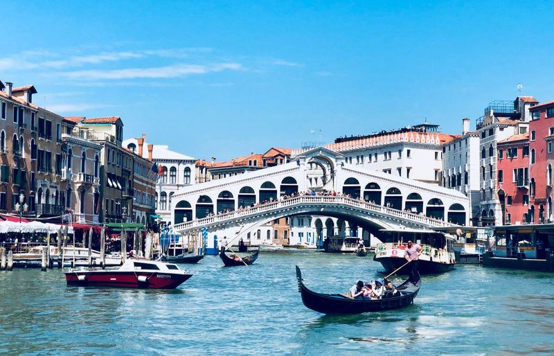 Rialto Bridge Venice Venice, Italy Gondola - Traditional Boat Nautical Vessel Transportation Architecture Mode Of Transportation Built Structure Building Exterior Water City Sky Large Group Of People Travel Travel Destinations Nature Group Of People Tourism Crowd Canal Real People Blue Gondola - Traditional Boat