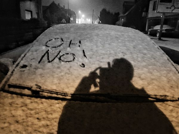 Das hebt die Stimmung, ja da kommt 'Freude' auf... 😞 First Snow Winterselfie Communication Car Wintertime Winter Winter Is Coming Nrw Germany Today's Pic Wake Me Up When It Is Summer... Blackandwhite Black And White Friday Be. Ready. Good Morning Shades Of Winter
