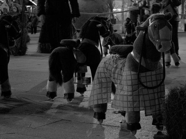 Streetphotography Streetphoto_bw Blackandwhitephotography Zaragoza Eyemphotography Eyem Best Shots NEM Black&white Shotoftheday SPAIN Enjoying Life Taking Photos Juguete
