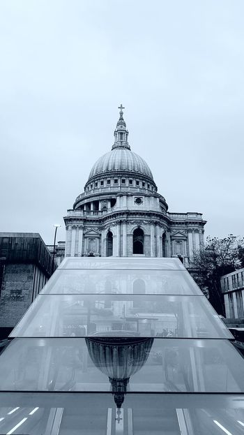 StPaulscathedral City Of London LONDON❤ Cathedral EyeEm Best Shots EyeEm Selects Eym & Getty Collection The Week On EyeEm EymEm New On Market London Lifestyle No People Arts Culture And Entertainment EyeEmBestPics Architecture Samsung Galaxy S7 Edge Streetsoflondon Reflections Built Structure Reflections And Shadows Building Exterior Religious  Religious Architecture Streetshot Dome City EyeEmNewHere