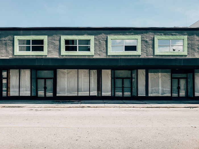 rent it Street Flat Lines Sun Sunny Miami Store Rental Business Place Empty Empty Road Empty Places Window Façade Business Finance And Industry Sky Architecture Building Exterior Close-up Built Structure The Architect - 2018 EyeEm Awards The Street Photographer - 2018 EyeEm Awards