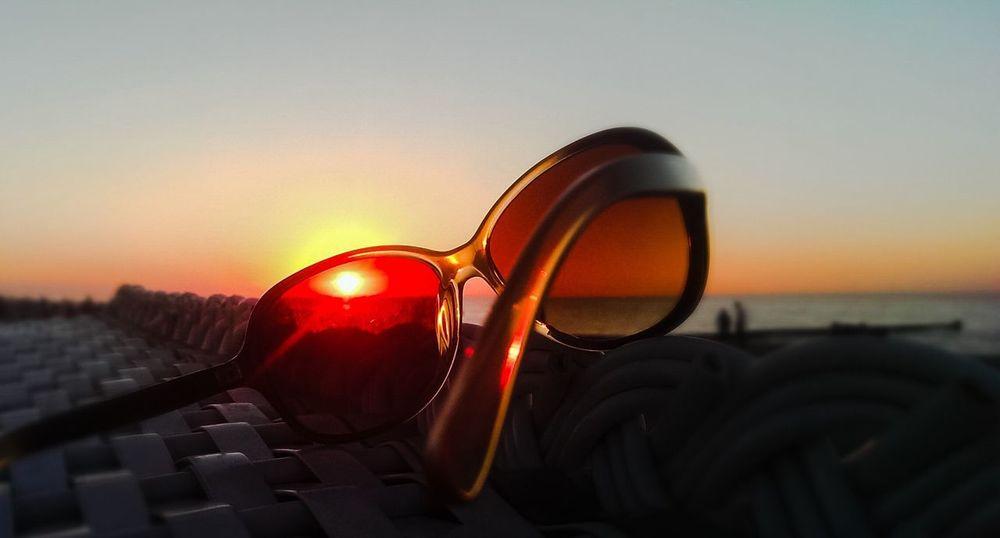 Sonnenuntergang Strandkorb Sonnenbrille Kühlungsborn Sommerabende Close-up Sunset Reflection No People Sky Nature Outdoors Eyesight Vision Day