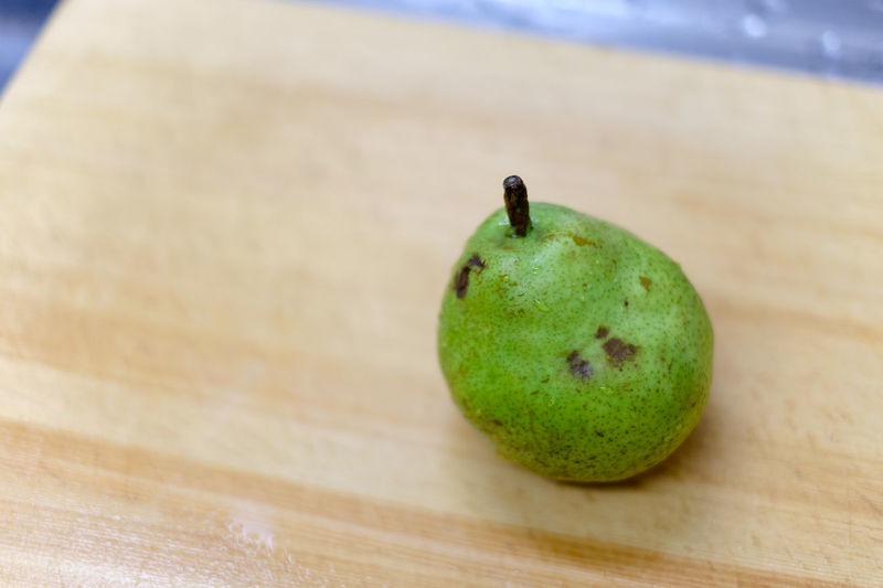 Pear with waterdrop Day Apple High Angle View Pear Apple - Fruit Single Object Indoors  Focus On Foreground No People Still Life Wellbeing Close-up Freshness Green Color Wood - Material Food Food And Drink Healthy Eating Fruit Hatamoto Shinichi