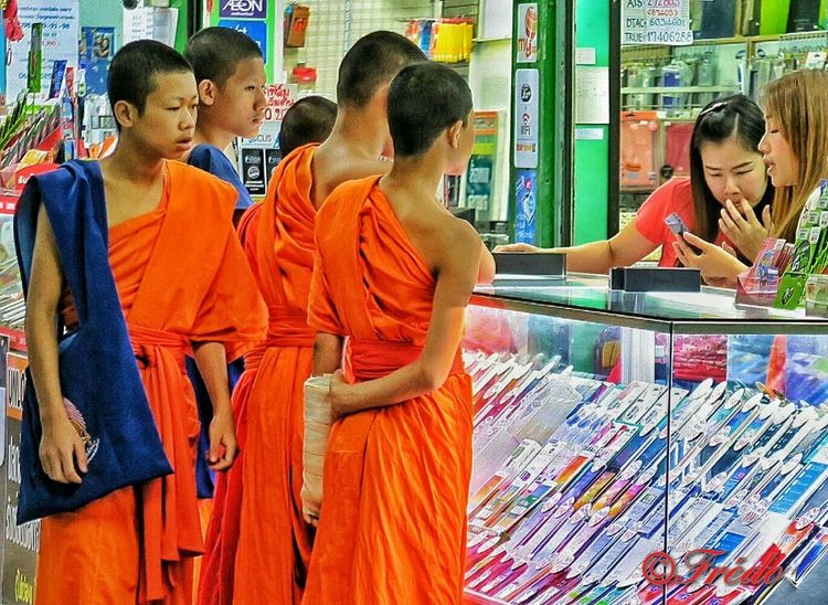 Colour Of Life Hanging Outshopping little monks chiang mai | thailand Coloroflife Color Of Life Colors #color #colorful #TagsForLikes #red #orange #yellow #green #blue #indigo #violet #beautiful #rainbow #rainbowcolors #col
