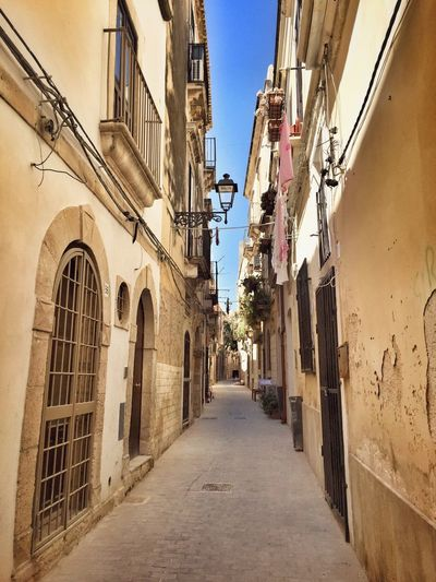 Old Jewish quarter - Giudecca - Ortigia Taking Photos Hello World Enjoying Life Jewish Telling Stories Differently Giudecca - Ortigia Architectureporn Architectural Detail Discover Your City Walking Around The City  I Love My City Ortigia Sicily Sicilia Siciliabedda Architecture_collection Architecture Perspective Ancient Historical Building Narrow Narrow Street Street Palace Doors