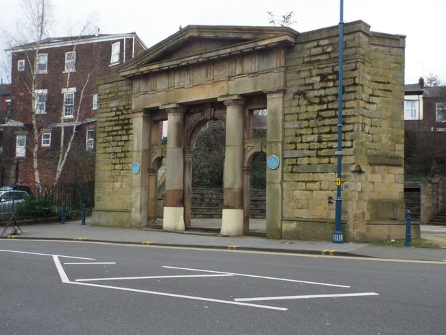 The former Stalybridge Town Hall whuch was demolished in 1990 leaving only the portico Stalybridge United Kingdom Town Hall Pórtico Columns And Pillars Entrance Demolished