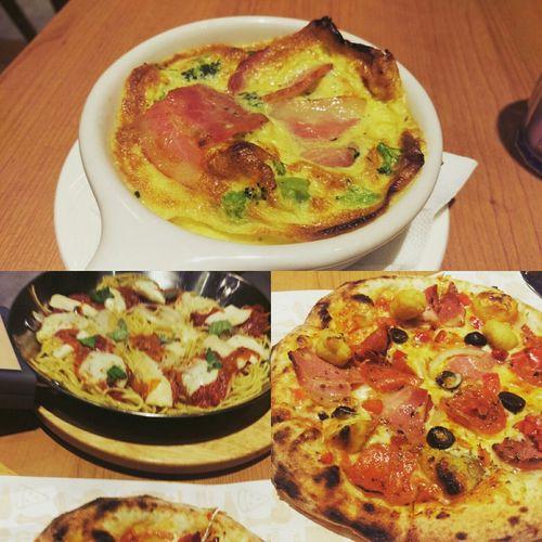Dinner Pizza Eating Pizza Salami Yummy Good Times Enjoying Life Happyday Hi! 😄👔iNo 手工pizza 你說多好吃 就有多好吃。