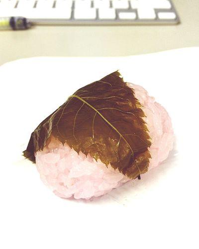 さくら餅を頂きました。春ですね(*´∀`)ほわわ EyeEm OneCam Sweets Japanese Sweets