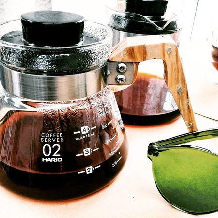 Coffee time with @fairfinchcoffee 🍀 Fairfinch Fairfinchcoffee Coffee Coffeetime Coffeepot Pourover Aeropress Hario Brownandgreen Greenlenses Greensunglasses Greenandbrown