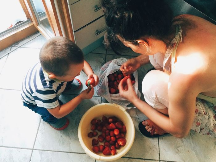 Teamwork (peeling strawberries for a traditional jam receipt)... Live To Learn EyeEm Best Shots Vscocam Learn & Shoot: Layering RePicture Motherhood Taking Photos Eye4photography  Capture The Moment Food ShotOnIphone Delicious My Favorite Breakfast Moment Hello World Having Fun Enjoying Life VSCO Morning Breakfast Foodporn Fruit Eye4photography  EyeEm Kids Having Fun Made In Romania People Together Food Stories