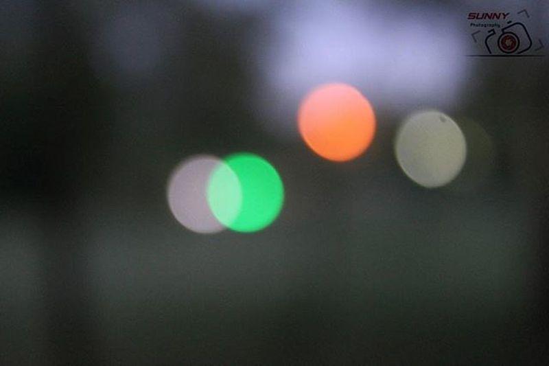 "Defocued Lights ISO: 800 Shutter-Speed: 1"" f5.6 Canon Sunny_Frames"