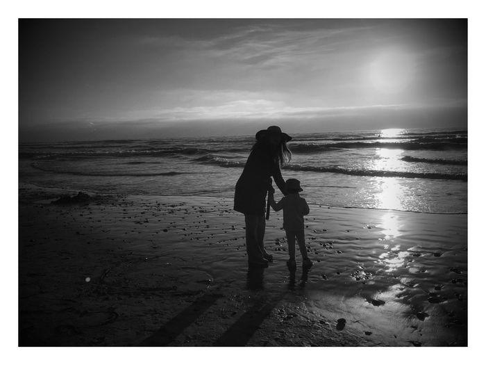 Beach Walk At Sunset Showcase April Black And White Photography Beach Photography Sunset Silhouettes Torrey Pines State Beach Torreypinesstatebeach Torrey Pines Black And White Sunset