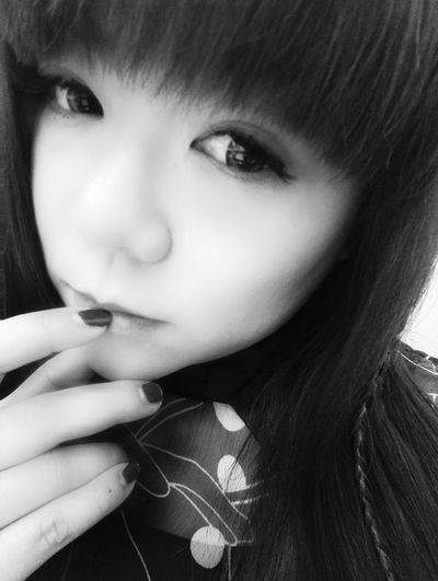 Hi! That's Me Take A Photo Black & White Relaxing Selfie ✌ Self Portrait Hello World Enjoying Life Black And White