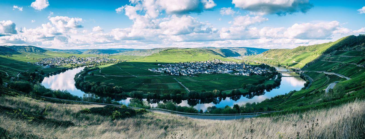 River moselle bending like a horseshoe in trittenheim