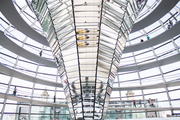 Berlin Berliner Ansichten Bundestag Capital Deutschland Espejo Fenster Germany Glaskuppel Hauptstadt House Of Parliament Kuppel Low Angle View Mirror Reichstag Spiegel Staircase Ventana Window Discover Berlin