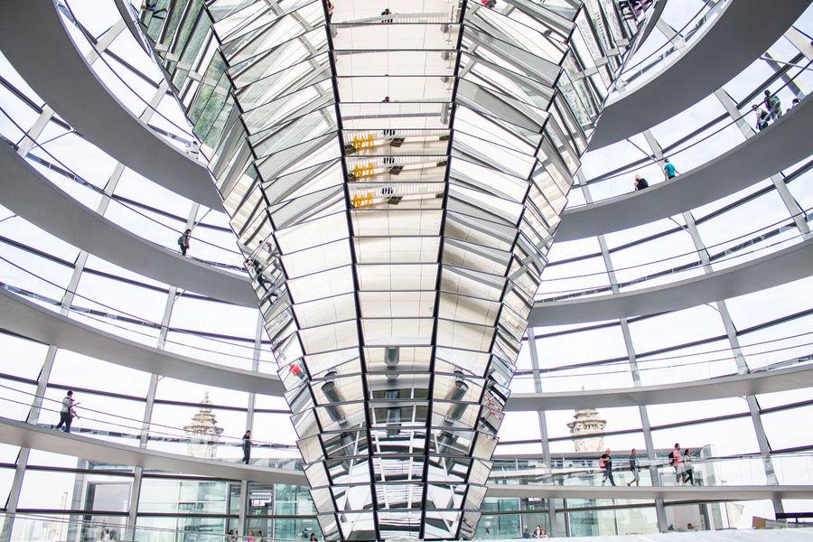 Berlin Berliner Ansichten Bundestag Capital Deutschland Espejo Fenster Germany Glaskuppel Hauptstadt House Of Parliament Kuppel Low Angle View Mirror Reichstag Spiegel Staircase Ventana Window Discover Berlin