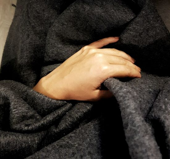 Human Body Part Warm Warm Clothing Autumn People Only Women Textile Adults Only Human Skin Midsection Close-up Relaxation Comfortable Human Leg Lifestyles Indoors  Low Section Nail Polish плед Cozy Beauty Cozy Place Cozy At Home Cozy Moments