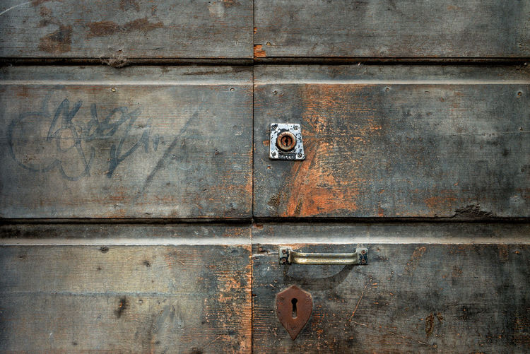 EyeEmNewHere Backgrounds Close-up Closed Day Door Entrance Full Frame Latch Lock Metal No People Old Outdoors Padlock Protection Rusty Safety Security Weathered Wood - Material