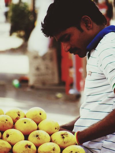 The Street Photographer - 2016 EyeEm Awards The Portraitist - 2016 EyeEm Awards Indian Guy Mango Indian Street Photography People On The Street Street Photography Portrait Photography Hello World Check This Out Taking Photos EyeEm Best Shots EyeEm Gallery EyeEm Masterclass From My Point Of View My Perspective India ASIA
