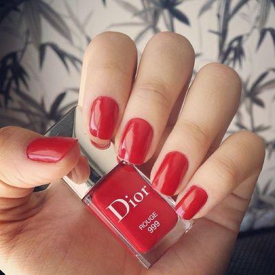 Adoreiiii!! ? Dasemana Amei  Dior Nails rouge red