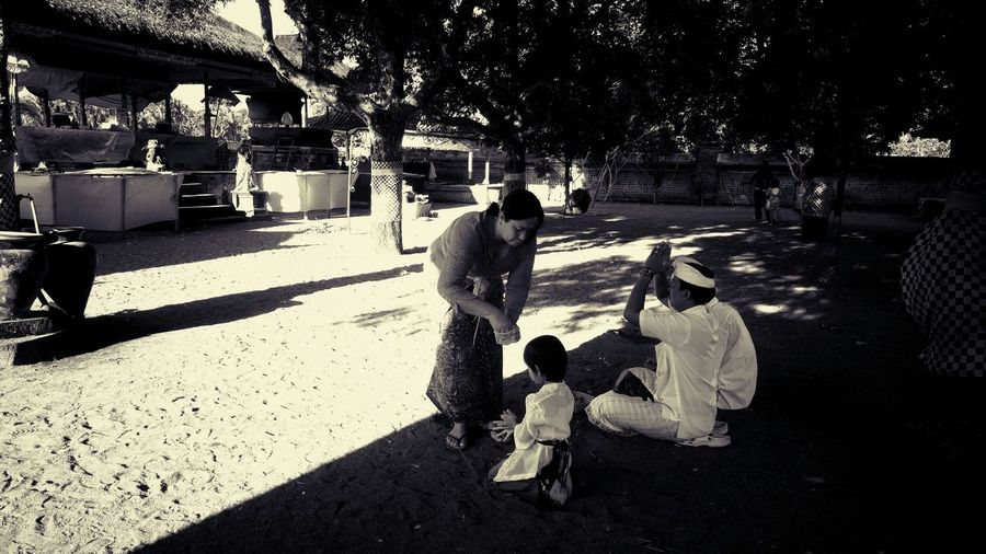 Praying Family People At Pura Lombok-Indonesia Pray Praying Time Filter Blackandwhite Photography Black&white Open Edit