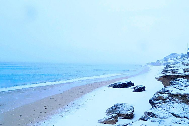 Mare d'inverno. 🌨 Nature Beauty In Nature Tranquility Tranquil Scene Scenics Sea Cold Temperature Winter Water Beach Sky Snow Idyllic Day Outdoors Sand Clear Sky No People Horizon Over Water Sea And Sky Winter Snow ❄ Landscape_Collection