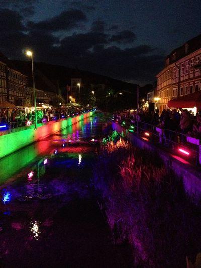 Atmosphäre Built Structure Bunte Lichter Fluss Beleuchtet Illuminated Multi Colored Night Outdoors