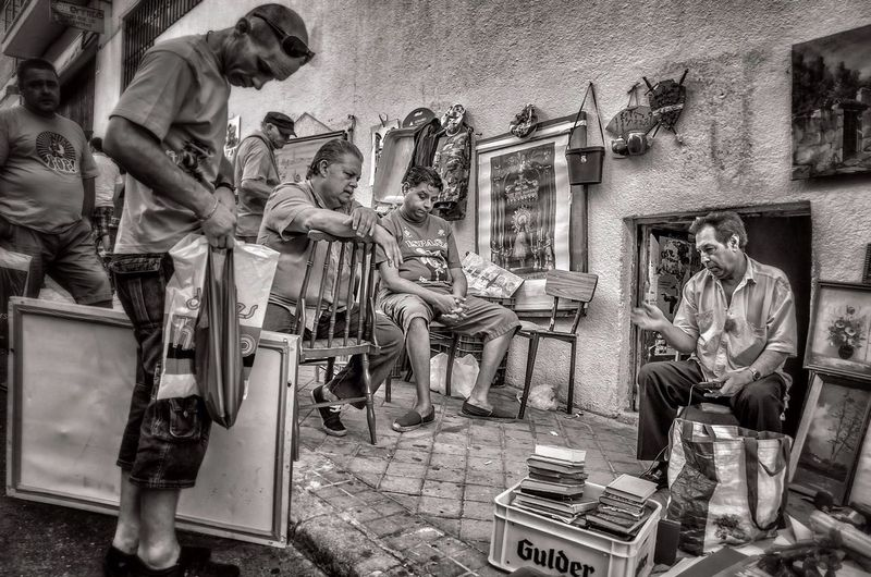 Streetphoto_bw People Watching El Rastro Finding The Next Vivian Maier