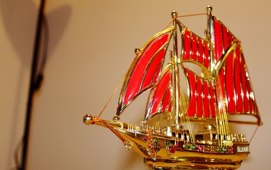 Ship Laden riches Treasure toy Angle golden Bright creative Amazing_captures Amazing View Composition Wonderful Design Gold decor Decoration