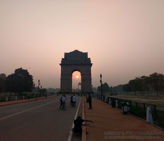 Very particular timing if u can see the clear lines of magnetism around the India Gate... Indiagate Architecture Arch Monument Orange Color Famous Place Sun ILoveIndia Ilovemyindia Sunrise Sunrise_Collection Themagicmission Peopleandplaces Footpath Tourism Outdoors Built Structure Sun_collection Sunlight Photographylovers Beauty In Nature Naturelovers Photograpy Nature Photography Photographer