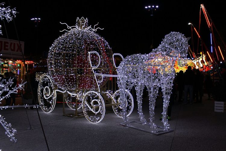 Lumière Cheval Carosse  Féérie Feerique Nuit Decoration Night Christmas Christmas Decoration Illuminated Celebration No People Christmas Lights Multi Colored