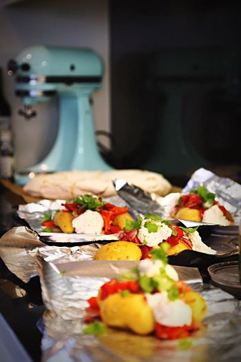 Food Tasty Food Photography Paprika Fresh Basil Pepper Fresh Herbs  Potatoes Recipe Aluminium Foil  Foodphotography Creamcheese Cream Cheese Full Frame Full Length Olive Oil On The Table Potato Foodlovers Onthetable Herb Basil Oliveoil Packaging