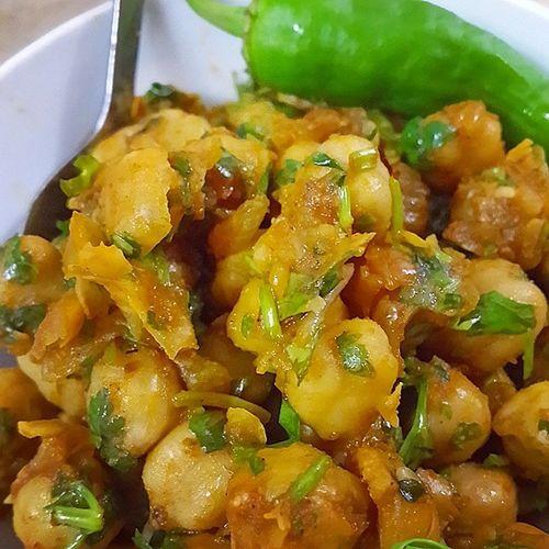 شام امشبمون یه غذای هندی دست پخت خواهر نخود ، گشنیز ، پیاز_داغ و فلفل تا سر حد مرگ مواد تشکیل دهنده این سلاح کشتار_جمعی است بفرما بزن بپسند خوشمزه Delicious Pea Indian Food