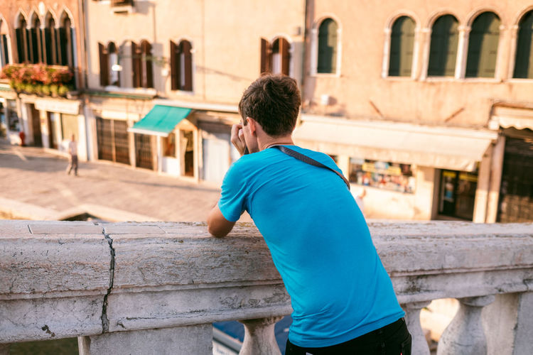 Venice Architecture Built Structure One Person Building Exterior Real People Lifestyles Rear View City Casual Clothing Day Leisure Activity Building Focus On Foreground Standing Men Three Quarter Length Young Adult Outdoors Hairstyle