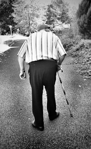 Only Men One Person One Man Only Adult Real People Oldman Oldperson Eye4photography  EyeEm Best Shots EyeEmBestPics France Tranquility EyeEm Blackandwhite Blackandwhite Photography Bnw Black And White Portrait People Walking