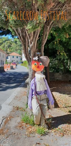 Scarecrow Festival EyeEm Selects Scarecrows Scarecrow Festival Scarecrow...👒🌾 Scarecrow_contest EyeEm Best Shots Eye4photography  EyeEm Gallery EyeEm Trees Trees And Nature Tree Road Diminishing Perspective vanishing point The Way Forward Clothes Dressed Up Tree Full Length Street Art Scarecrow Male Likeness Art Art And Craft