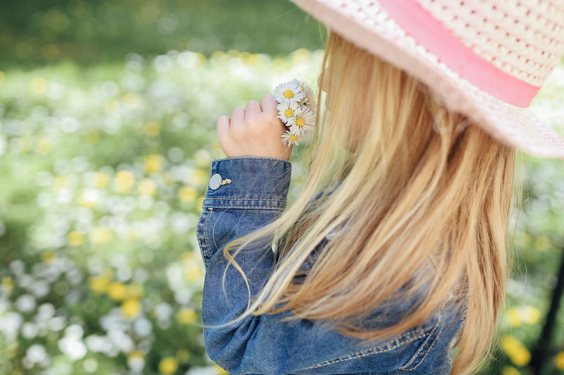 girl smelling flowers Hair One Person Long Hair Blond Hair Leisure Activity Lifestyles Focus On Foreground Hairstyle Real People Day Casual Clothing Plant Nature Headshot Portrait Outdoors Girl Child Childhood Spring Springtime Daisy Daisyflower Smelling Bokeh