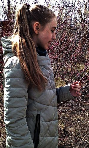 Розовка One Woman Only One Person Standing Side View Lifestyles Young Women Adult People Adults Only Young Adult Outdoors Day Real People First Eyeem Photo