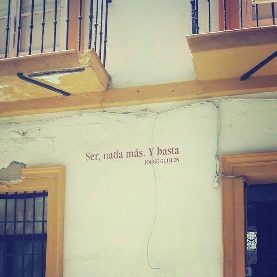 Ser, nada más.Y basta. Es la absoluta dicha.¡ Con la esencia en silencio tanto se identifica ! Malaga♡ Paseando Por Calles Antiguas Street Art Poesia Callejera