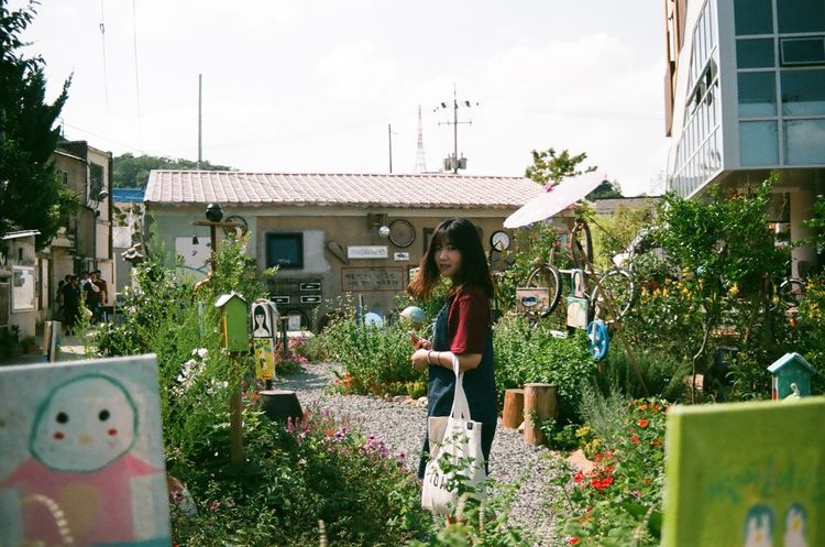 Snap A Stranger Did you see me? Lifestyles One Person Women Gwangju South Korea Snapshot EyeEm Best Shots Nikonphotography Photography Film Photography Beauty In Nature Nature Flowers Analog