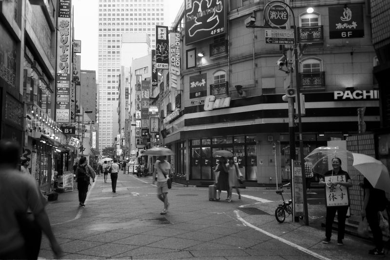 Fujifilm Neopan フィルム フィルム写真 Film Photography Film Zuiko Blackandwhite B&w 白黒 モノクロ Streetphotography AcroS City Crowd Illuminated Pedestrian City Life Street Walking City Street Road Men