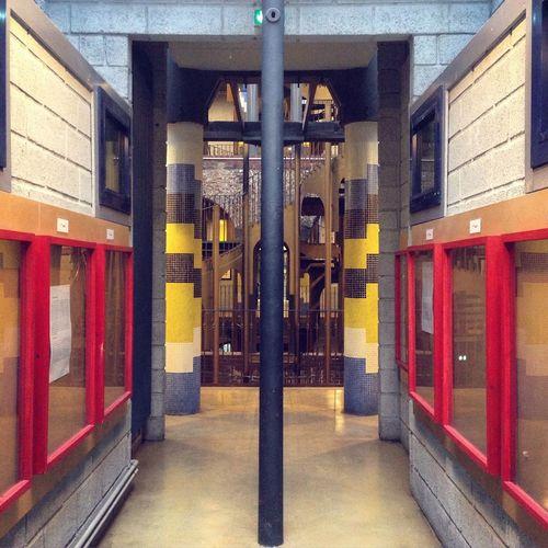 Symétrique Architecture Architecture_collection Architecturelovers Symetry Perspective Mirror Empty Colorful Column Architecturephotography