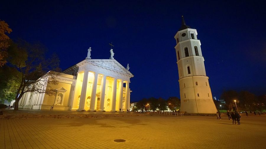 Night Illuminated Travel Destinations Architecture Outdoors Building Exterior People City City Photography Vilnius, Lithuania Vilniusatnight Photooftheday Cathedral Square Vilnius Cathedral Square Night Photography Europe Architecture Vilnius Clock Photography