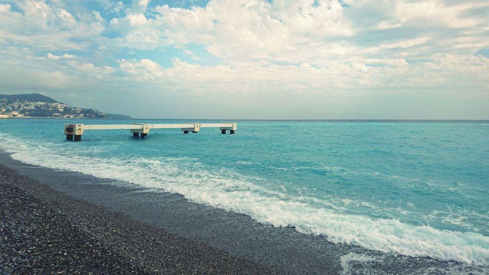 Dans deux jours la saison d été à Nice Sea Nice France 🇫🇷 Sun Cloud Promenade Des Anglais Summertime Summer Beach Nice / Nizza Baie Des Anges Angel's Bay 14 Juillet 2016 Turquoise Colored Coastline Jetty