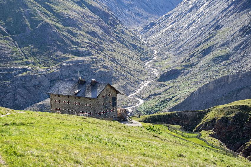 E5 Wanderweg Alpen Berge Berghütte E5 Hiking Hütte Rock Wanderhütte Bergwandern Lodge Martin Busch Hütte Mountain Nature No People Outdoor Outdoors Outdoors Photograpghy  Wandern